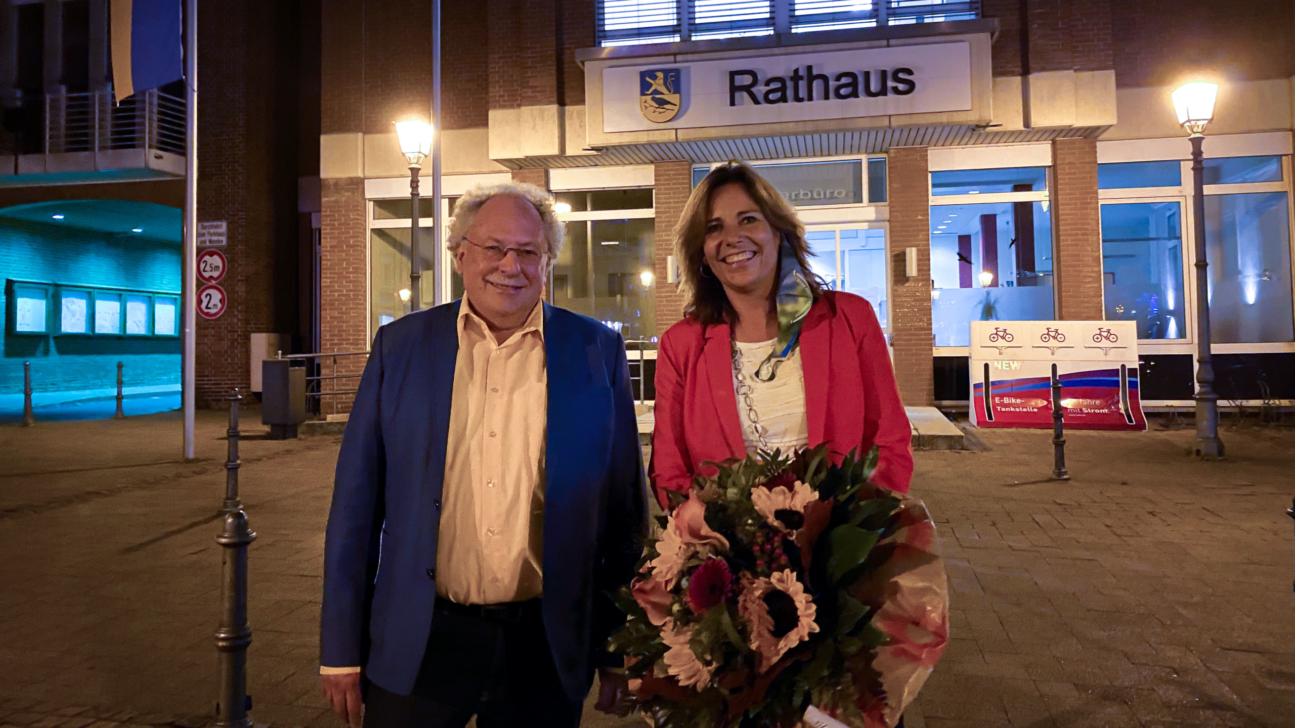Alt- und Neubürgermeister*in Georg Schmitz und Daniela Ritzerfeld